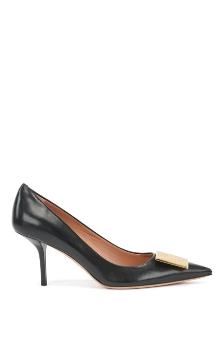 Heeled pumps in Italian leather with monogrammed hardware, Black