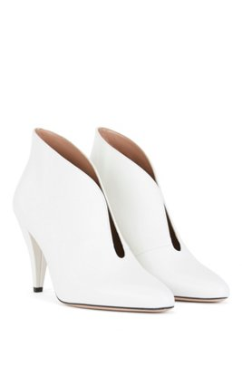 Italian-made boots in calf leather with V-cut collar, White