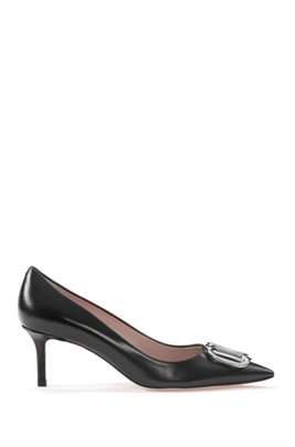 Italian-made pumps in calf leather with signature hardware, Black