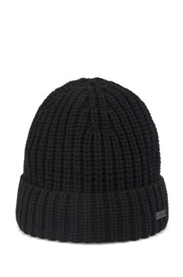 Chunky-knit beanie hat with logo badge, Black