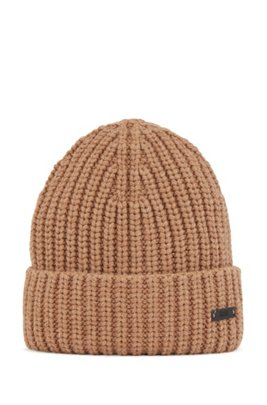 Chunky-knit beanie hat with logo badge, Beige