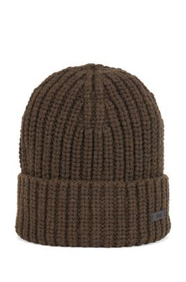 Chunky-knit beanie hat with logo badge, Light Green