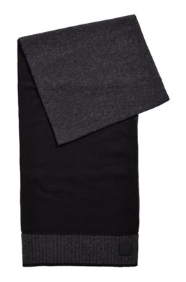 Plain-knit scarf with rubberised logo badge, Black