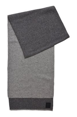 Plain-knit scarf with rubberised logo badge, Grey