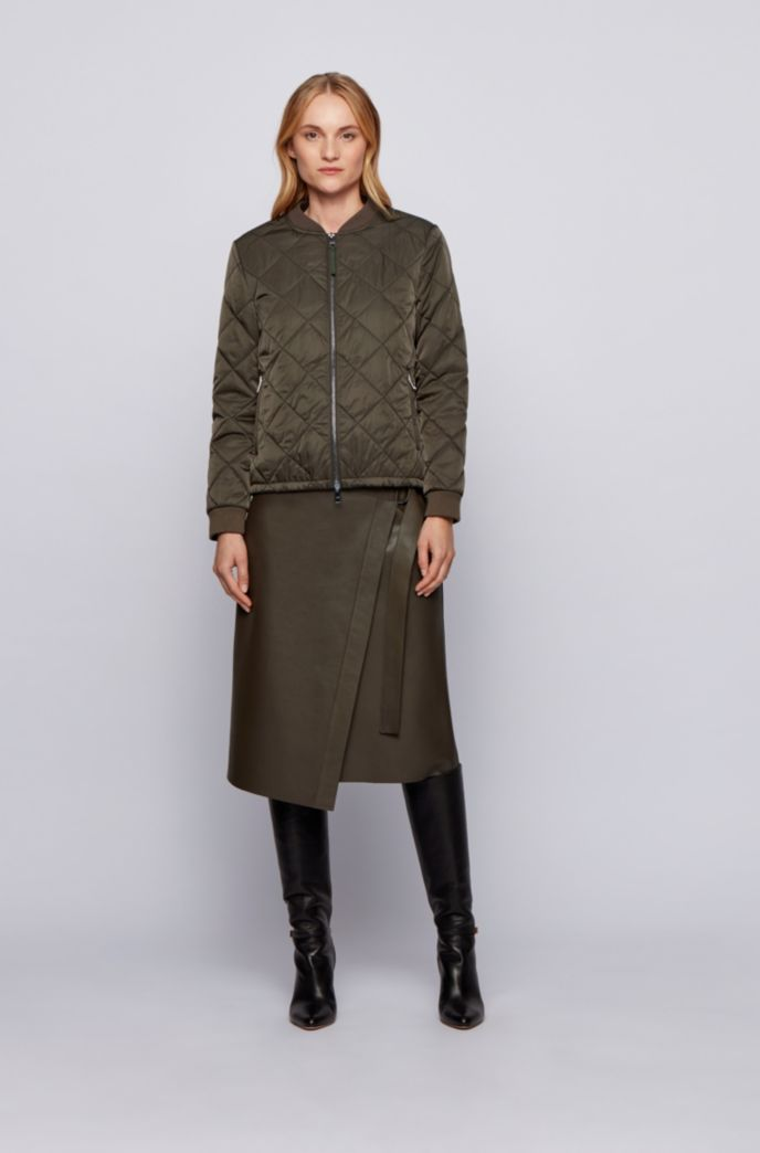 Water-repellent blouson-style jacket with diamond-quilted outer