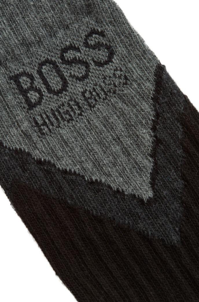 Kurze Socken mit Chevron-Muster