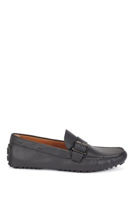 Driver moccasins in grained leather with buckled strap, Black