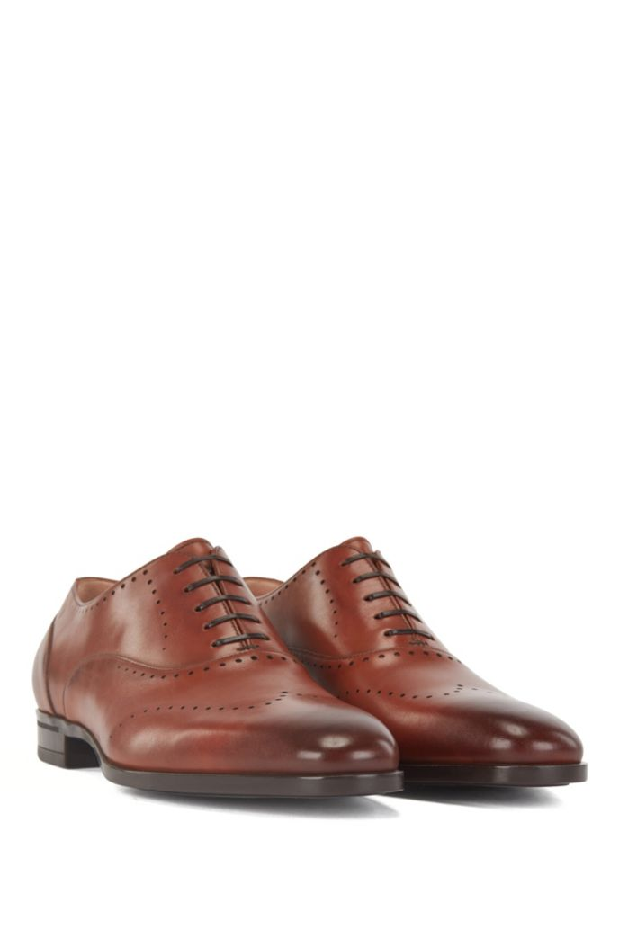 Oxford shoes in burnished leather with lasered details