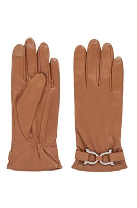 Hardware-trimmed gloves in wet-green® leather, Light Brown