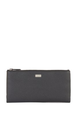 Travel wallet in grained Italian leather with zip closure, Black