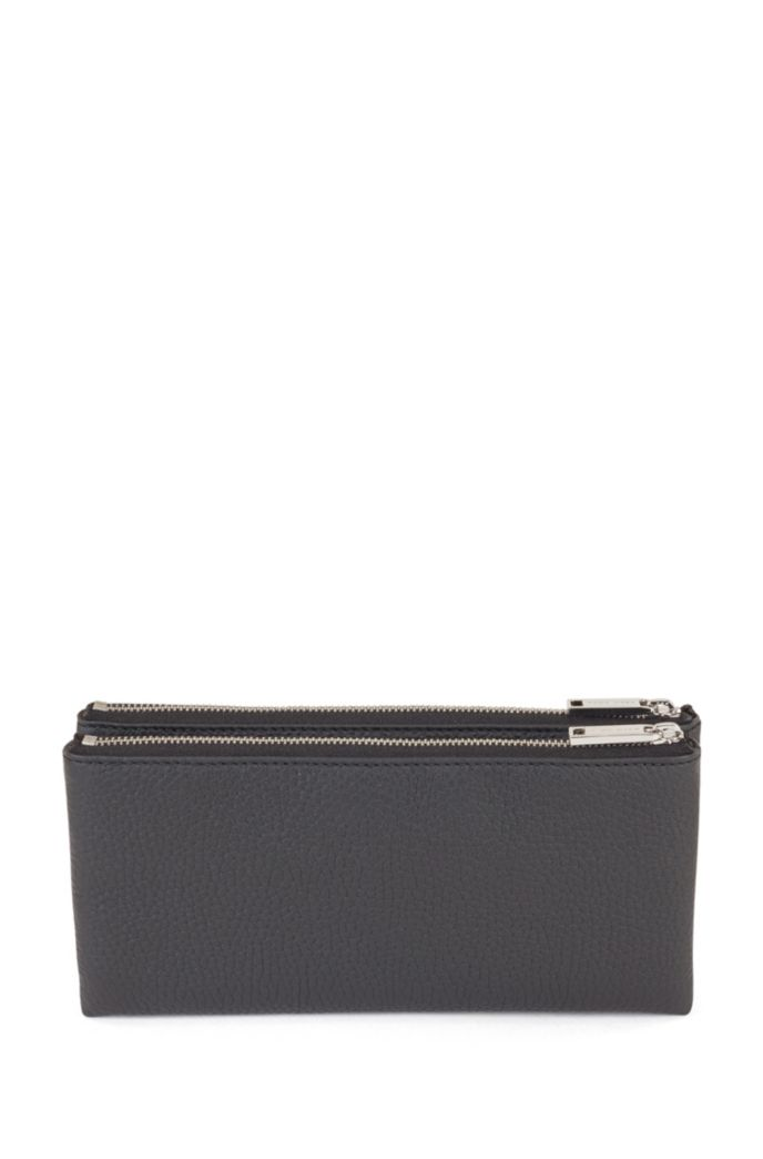 Travel wallet in grained Italian leather with zip closure
