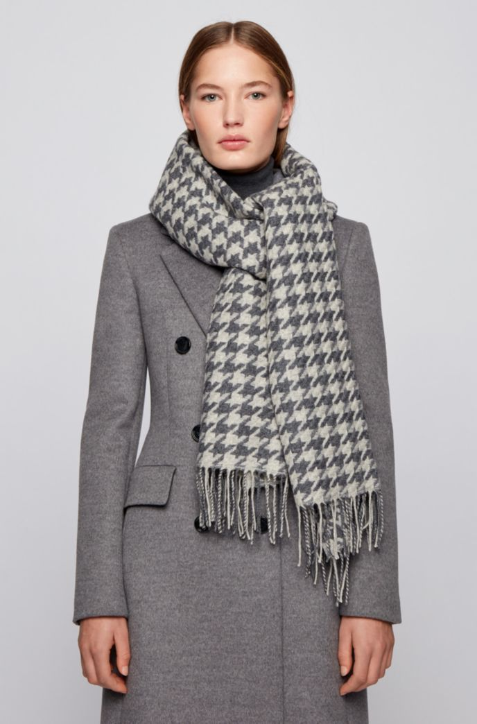 Patterned scarf in jacquard-woven virgin wool