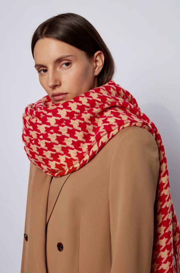 Patterned scarf in jacquard-woven virgin wool