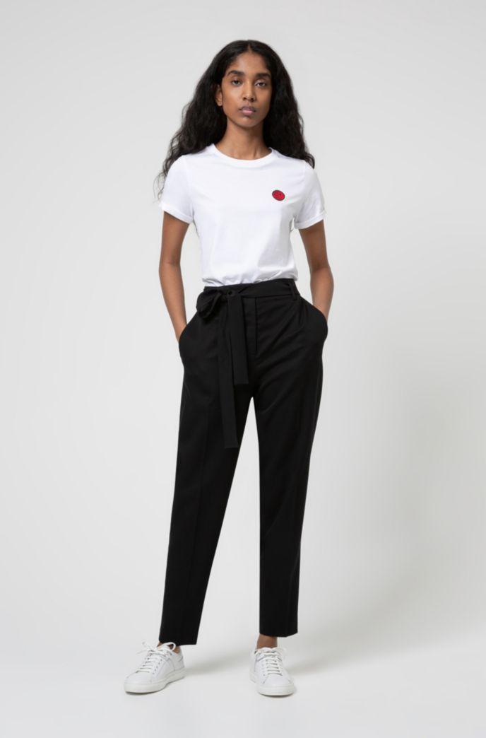 T-Shirt aus Bio-Baumwolle mit Aufnäher der Kollektion