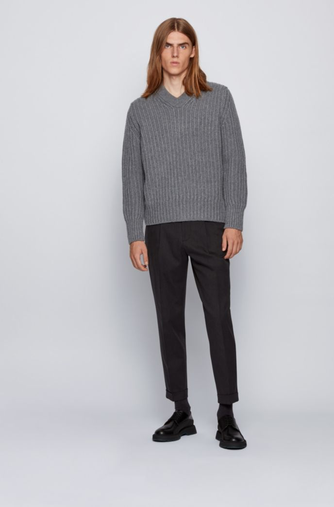 V-neck sweater in virgin wool and cashmere