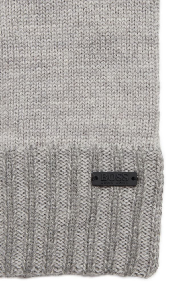 Wool-blend gloves with touchscreen-friendly tips