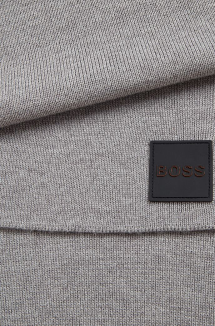 Ribbed-structure scarf with rubberised logo badge