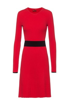 Slim-fit knitted dress with contrast waistband, Red