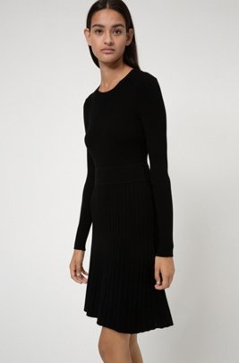 Slim-fit knitted dress with contrast waistband, Patterned