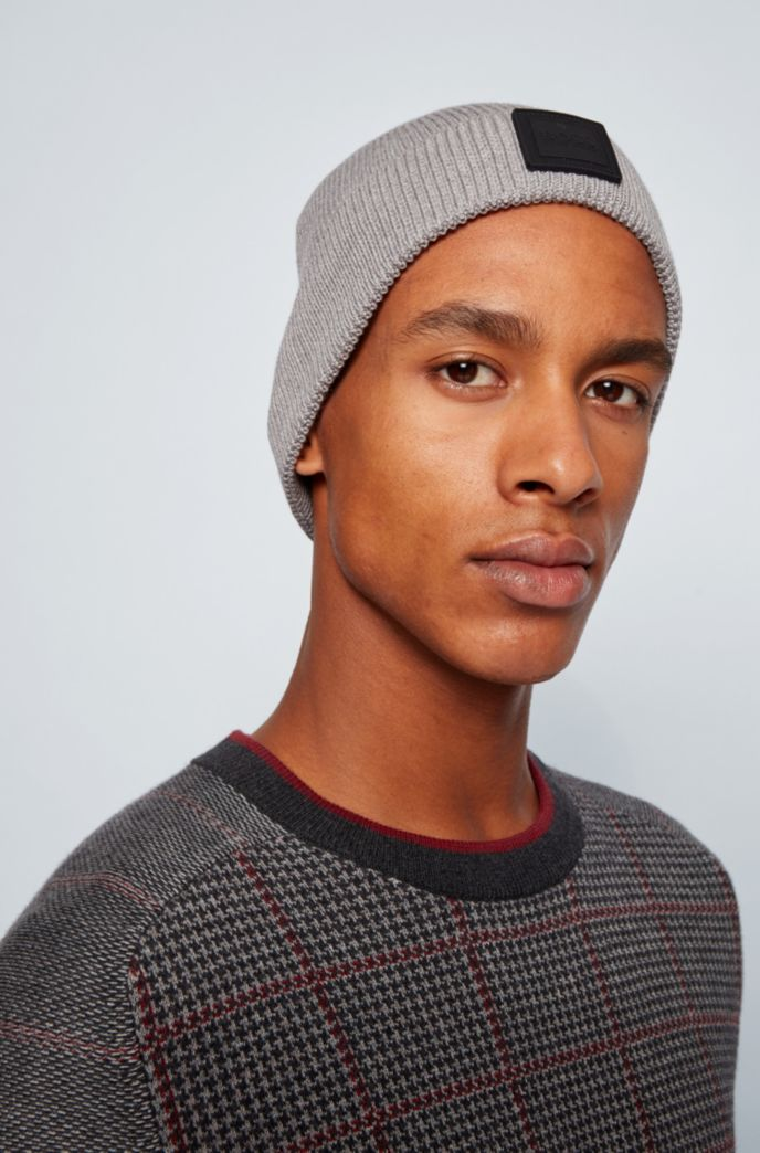 Ribbed beanie hat with rubberised logo badge