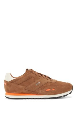 Sneakers low-top in pelle scamosciata con dettagli a contrasto, Marrone