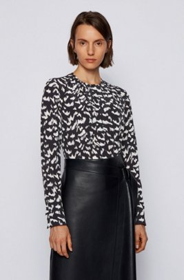 Collarless regular-fit blouse in printed silk, Patterned