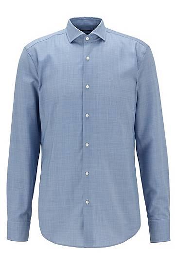 Artikel klicken und genauer betrachten! - Elegantes BOSS Business-Hemd, das zu einer edlen Capsule-Kollektion gehört. Das schmal geschnittene Herren-Hemd ist durchgehend mit einem filigranen Muster versehen, das dezente Akzente setzt. Binden Sie eine Krawatte um den Cutaway-Kragen lassen Sie den Kragen für einen legeren Look offen. Das Kleidungsstück wird aus nachverfolgbarer Wolle gefertigt, die von BOSS in Zusammenarbeit mit dem führenden italienischen Hersteller REDA gesponnen wird.   im Online Shop kaufen