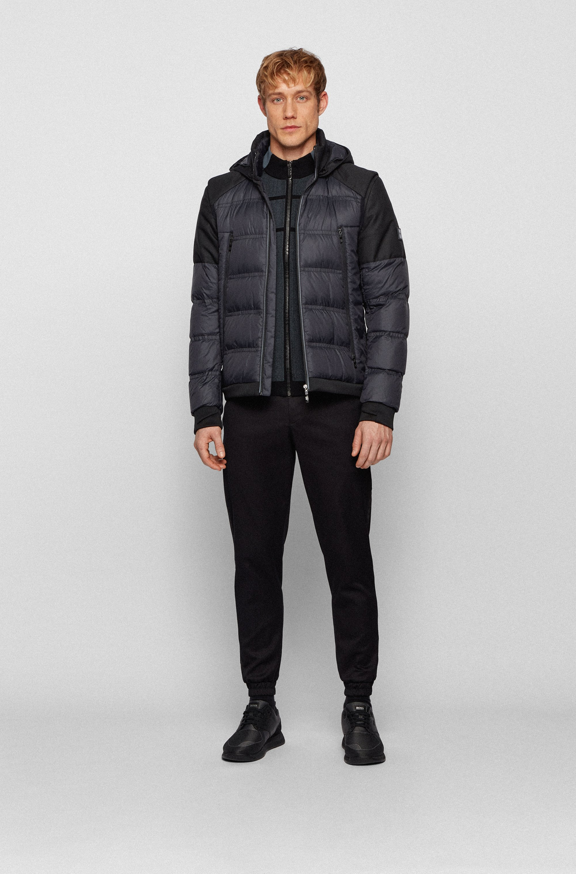Water-repellent down jacket with detachable sleeves and hood