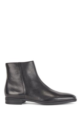 Zipped ankle boots in vegetable-tanned leather, Black