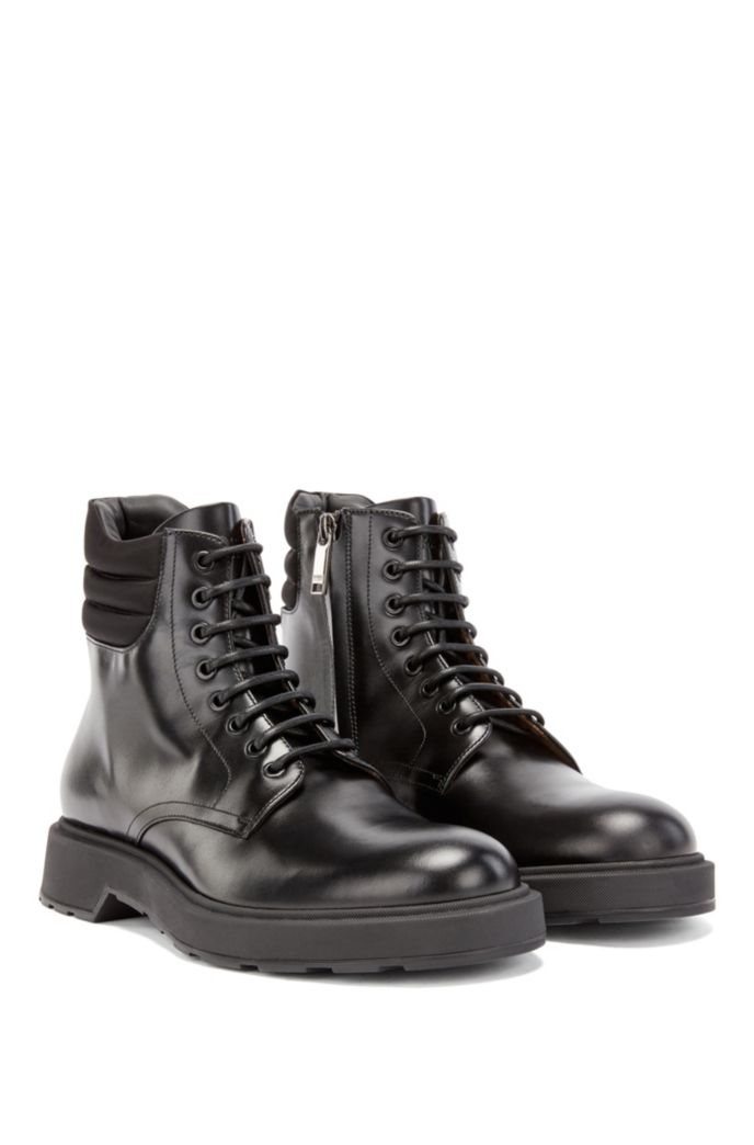 Italian-made boots in smooth leather with padded collar