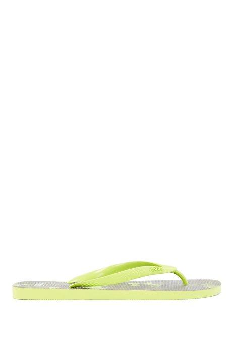 Camouflage-print flip-flops with logo details, Light Green