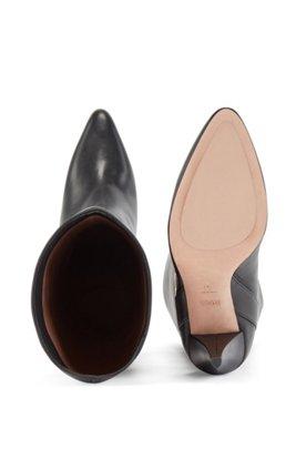 Bottes en cuir italien avec garniture en métal à monogramme, Noir