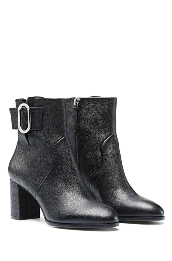 Ankle boots in Italian leather with signature hardware