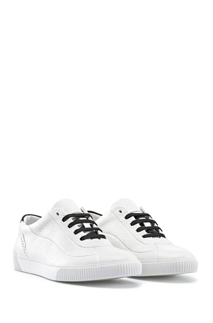 Low-top trainers in grained leather with contrast details