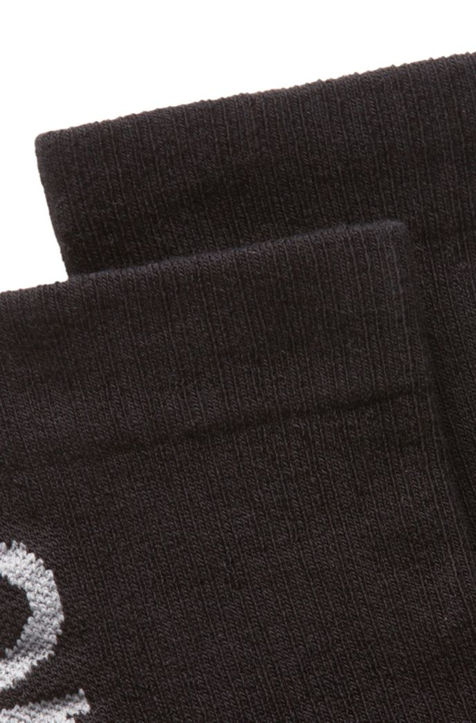 Quarter-length socks with reflective logo intarsia