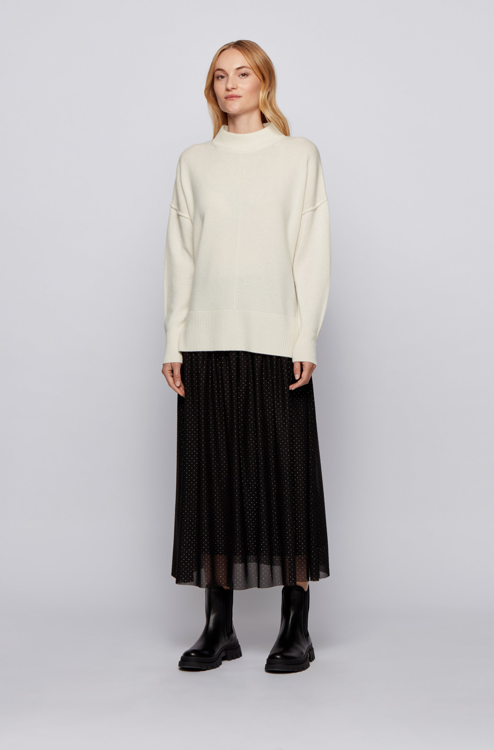 Relaxed-fit sweater in pure cashmere with mock neck