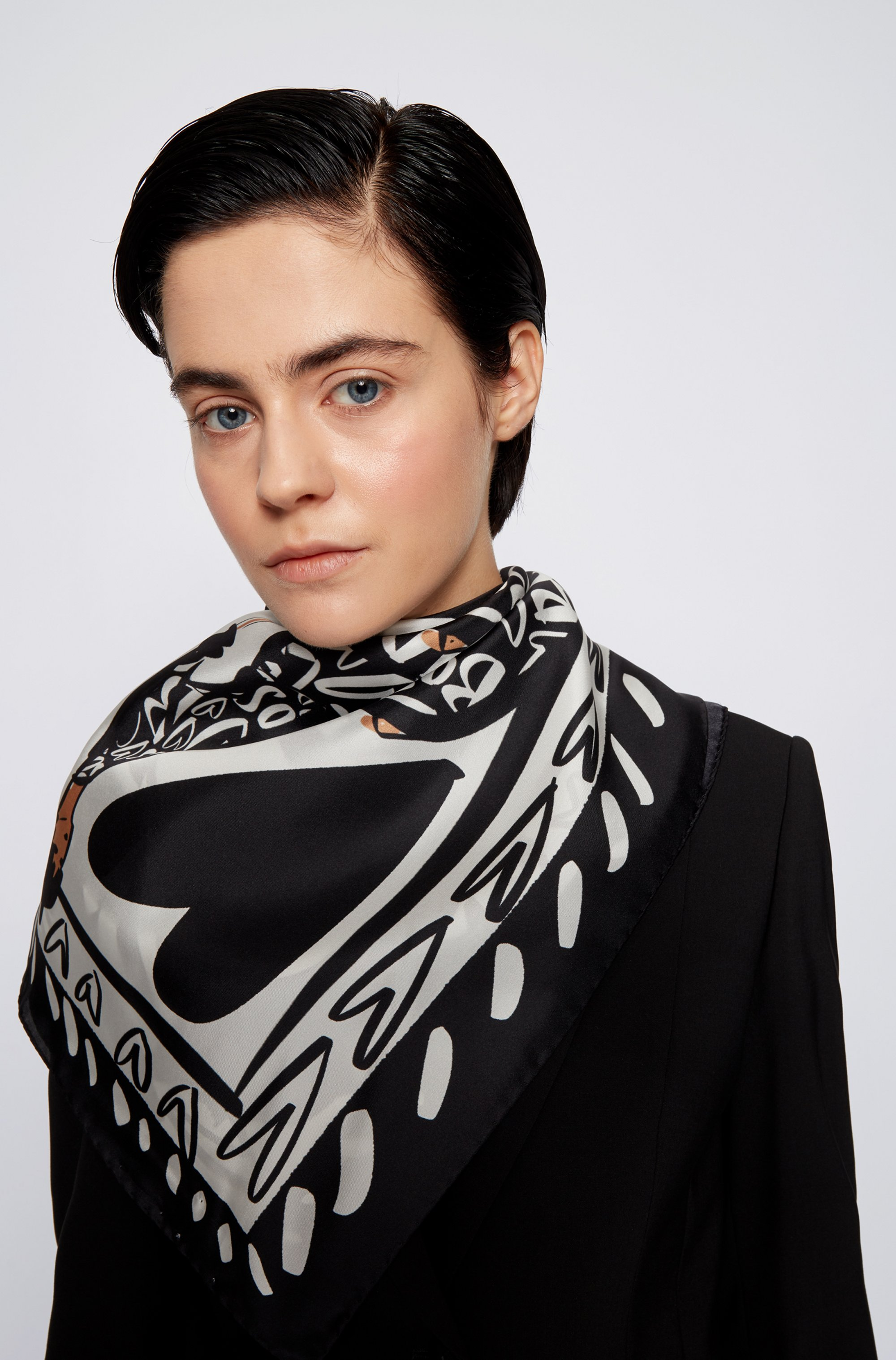 Foulard carré en pure soie à motif artistique de la collection