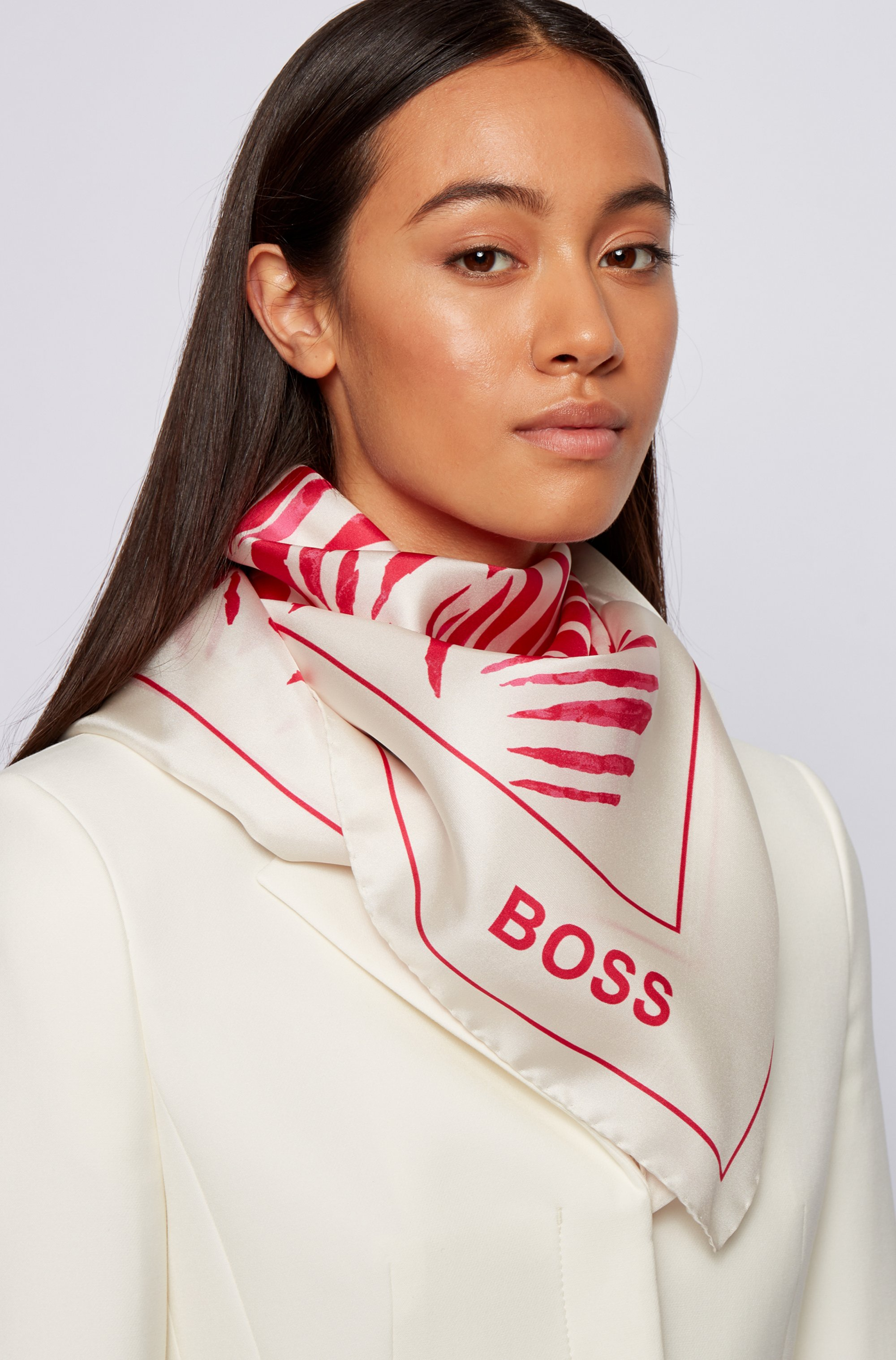 Square scarf in pure silk with collection artwork