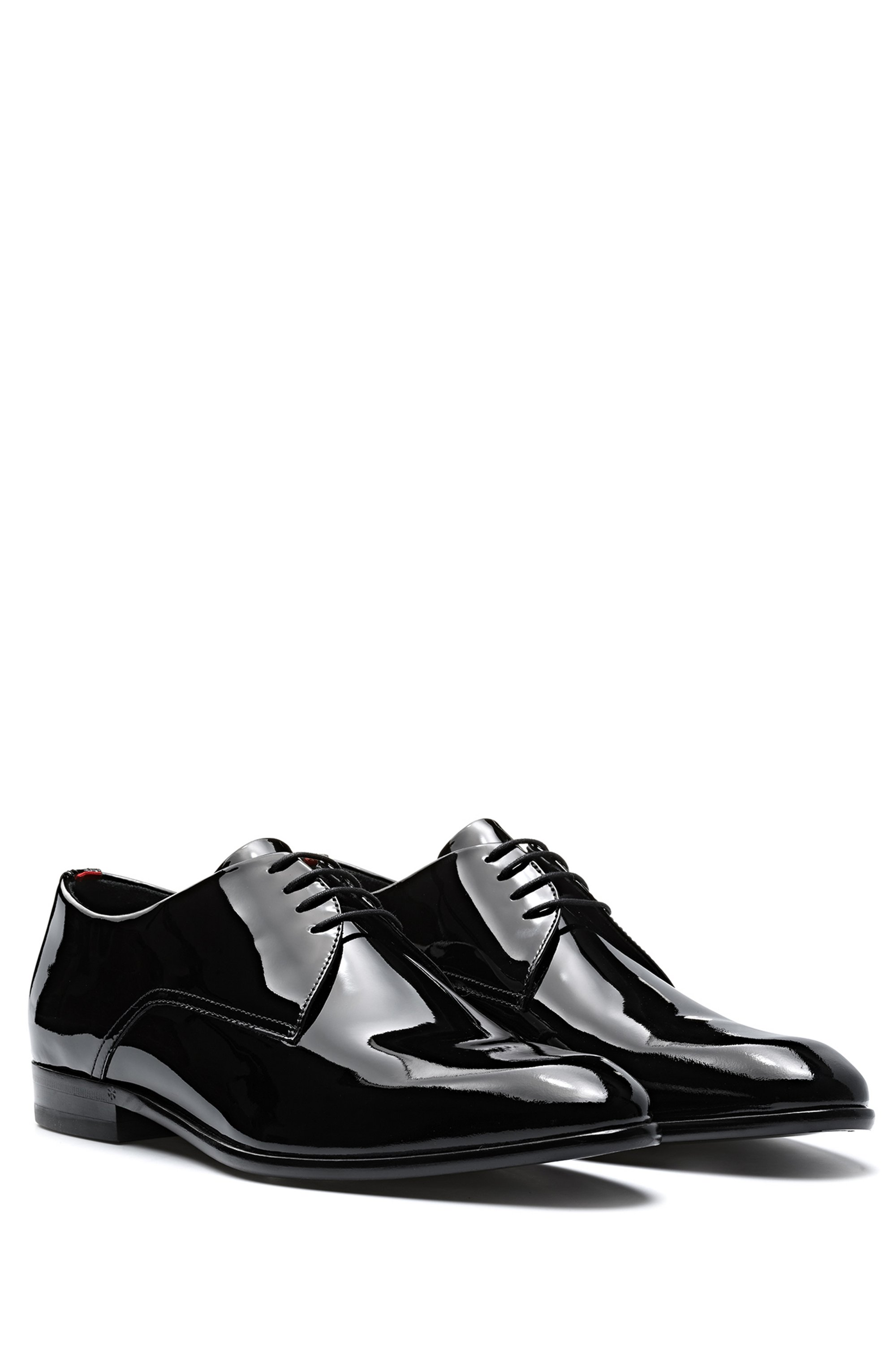 Derby shoes in patent leather with rubber-injected sole