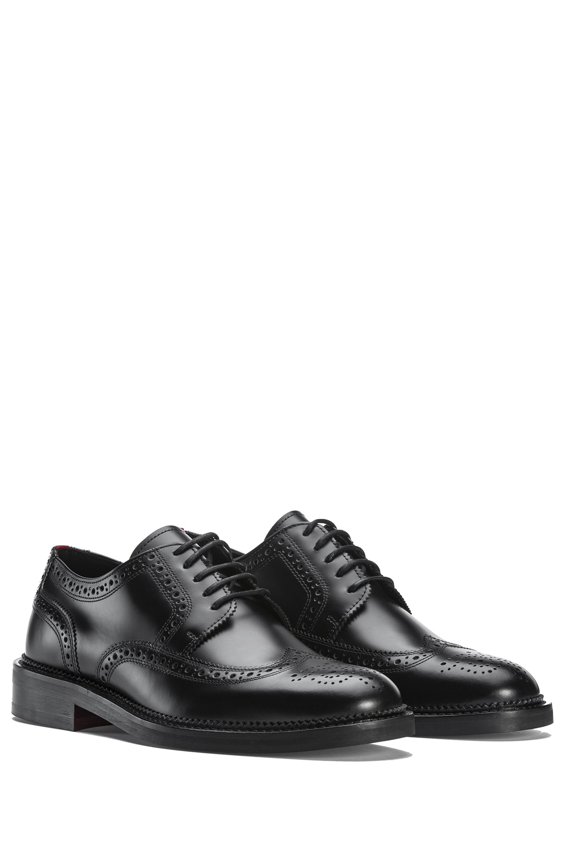 Derby shoes in brush-off leather with brogue details