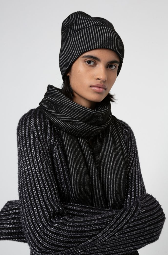 Knitted scarf and hat set with metallic yarn