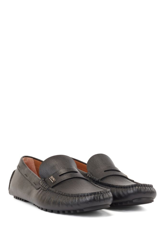 Driver moccasins in grained leather with penny trim