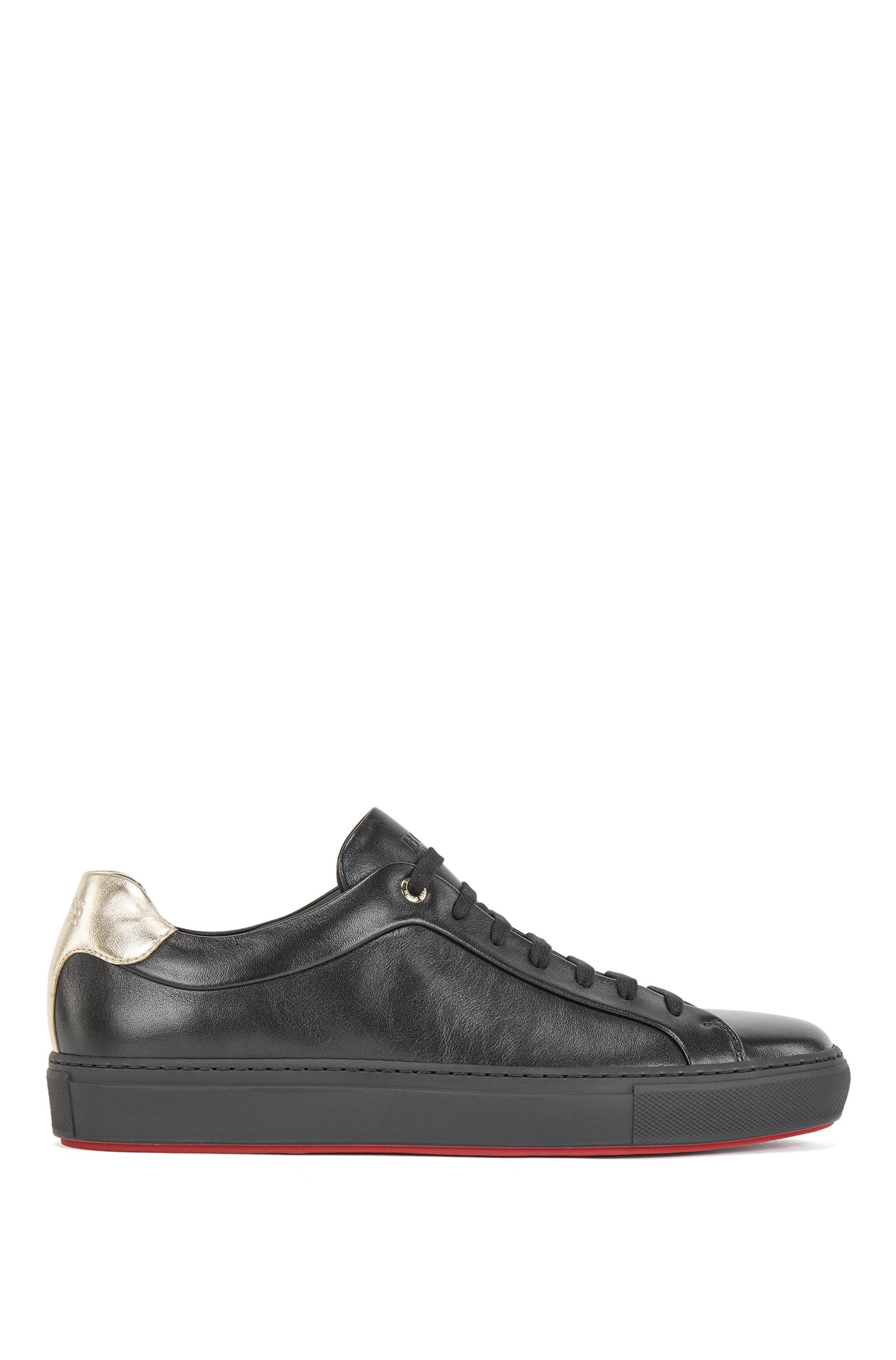Sneakers van nappaleer met rode en gouden accenten, Zwart
