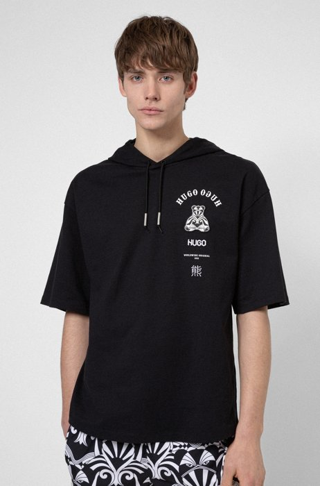 Short-sleeved hooded sweatshirt with collection-themed artwork, Black
