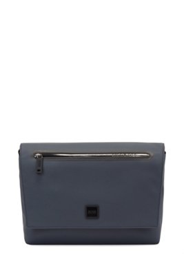 Logo-detailed messenger bag in rubberised faux leather, Dark Blue