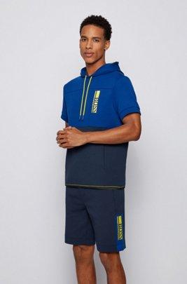 Sweat à capuche et manches courtes avec logo color block brodé, Bleu foncé