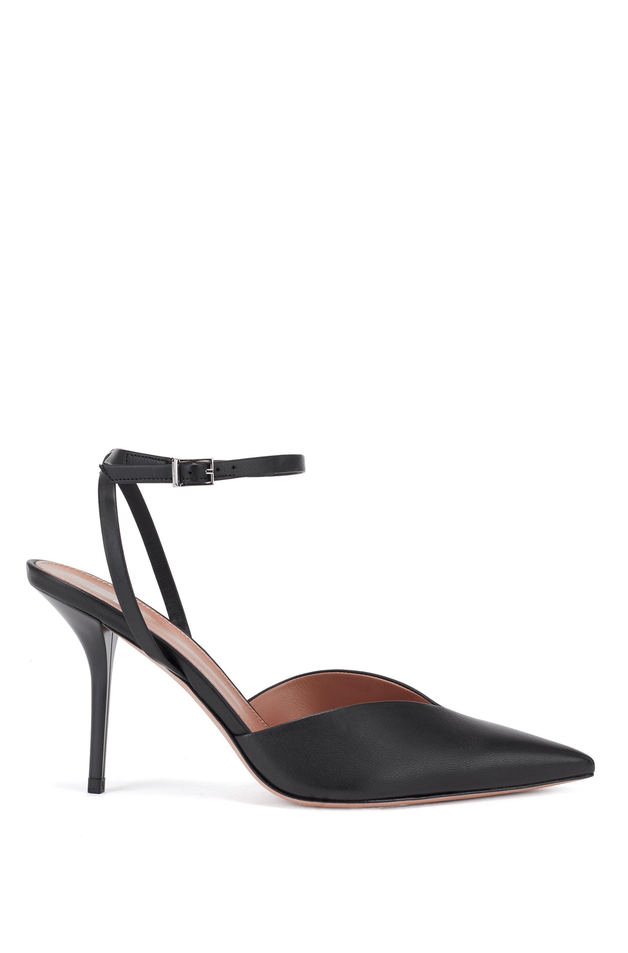 Zapatos de tacón en piel italiana con tira en el tobillo y talón abierto, Negro
