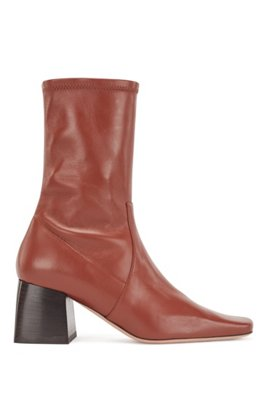 Ankle boots in Italian leather with block heel, Brown
