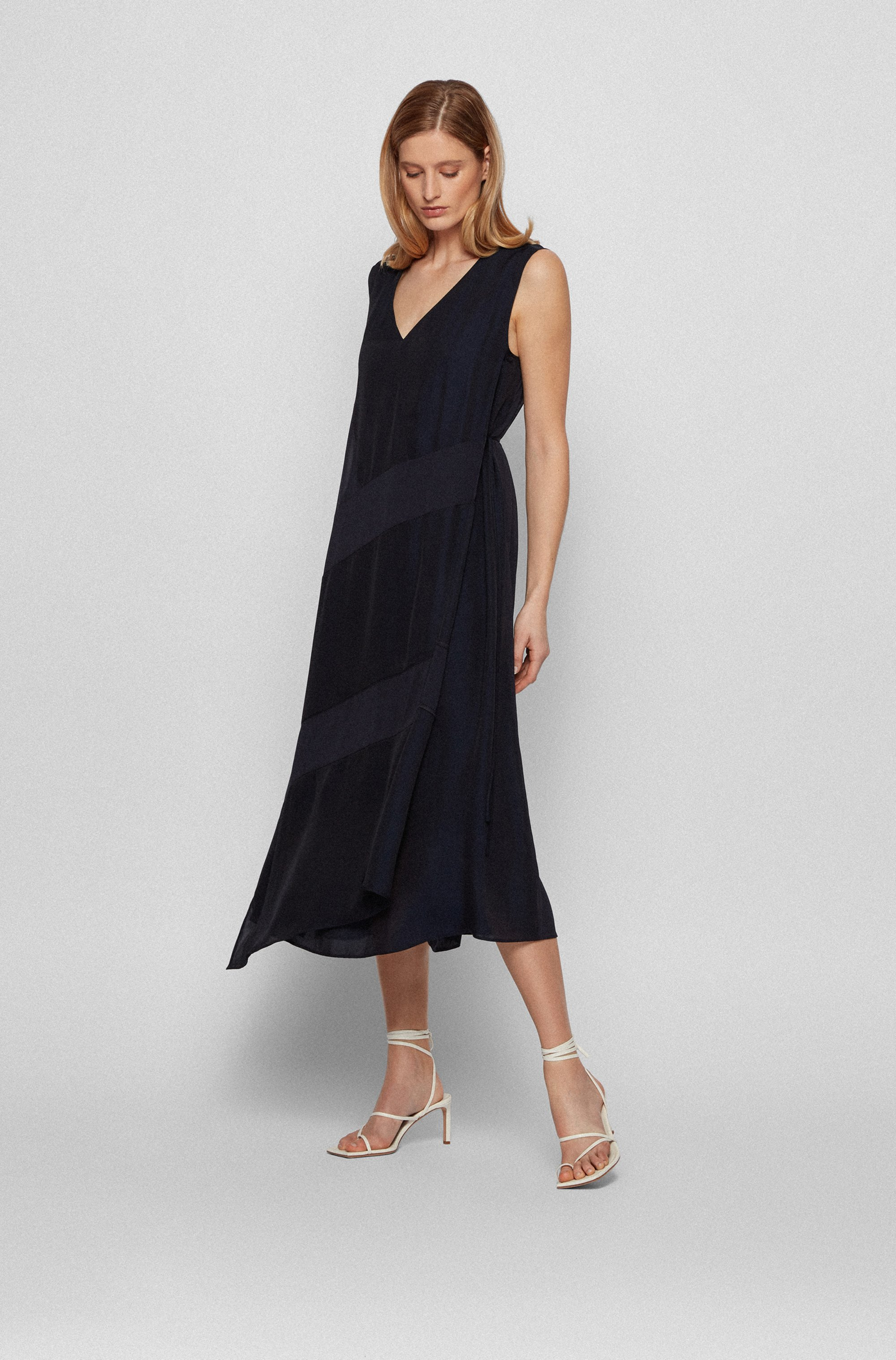 Silk-trimmed sleeveless dress in chiffon with keyhole closure