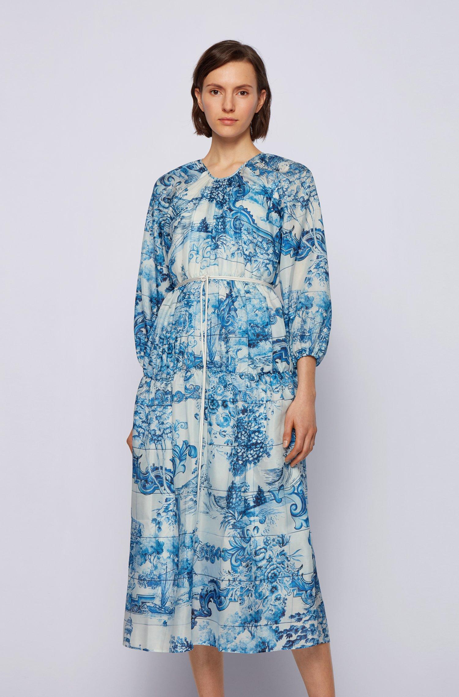 Zijden jurk met collectieprint en koordceintuur, Bedrukt